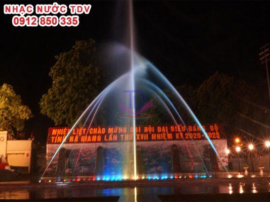 Nhạc nước quảng trường 26/3 TP Hà Giang 10
