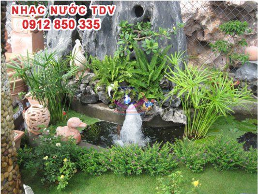 Thác nước tiểu cảnh sân vườn đẹp 9